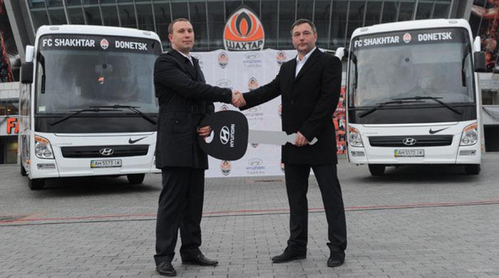Hyundai подарил Шахтеру два автобуса