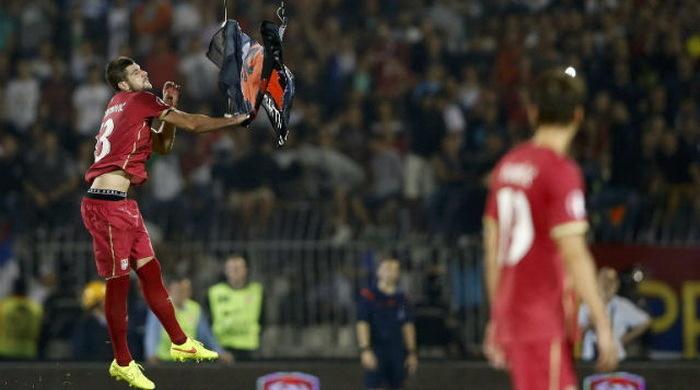 """Митрович: """"Я просто хотел отдать флаг и беспилотник арбитру"""""""