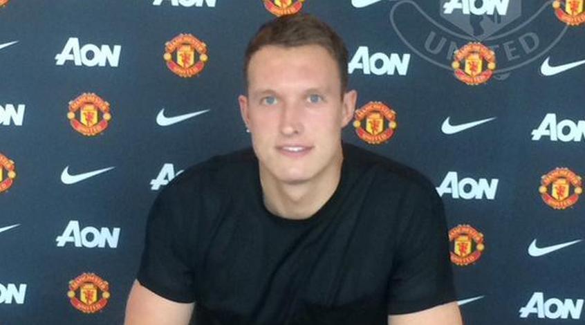 """Официально: Фил Джонс продлил контракт с """"Манчестер Юнайтед"""""""