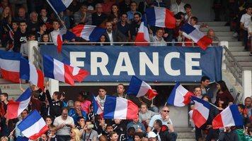 Президент Франции праздновал победу сборной вместе скомандой враздевалке (Видео)