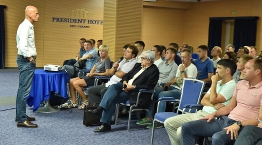 П'єрлуїджі Колліна зустрівся з арбітрами та асистентами Прем'єр-ліги