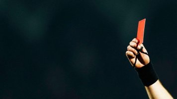 """Соперники """"Реала"""" и """"Барселоны"""" чаще всех получают красные карточки в плей-офф ЛЧ"""