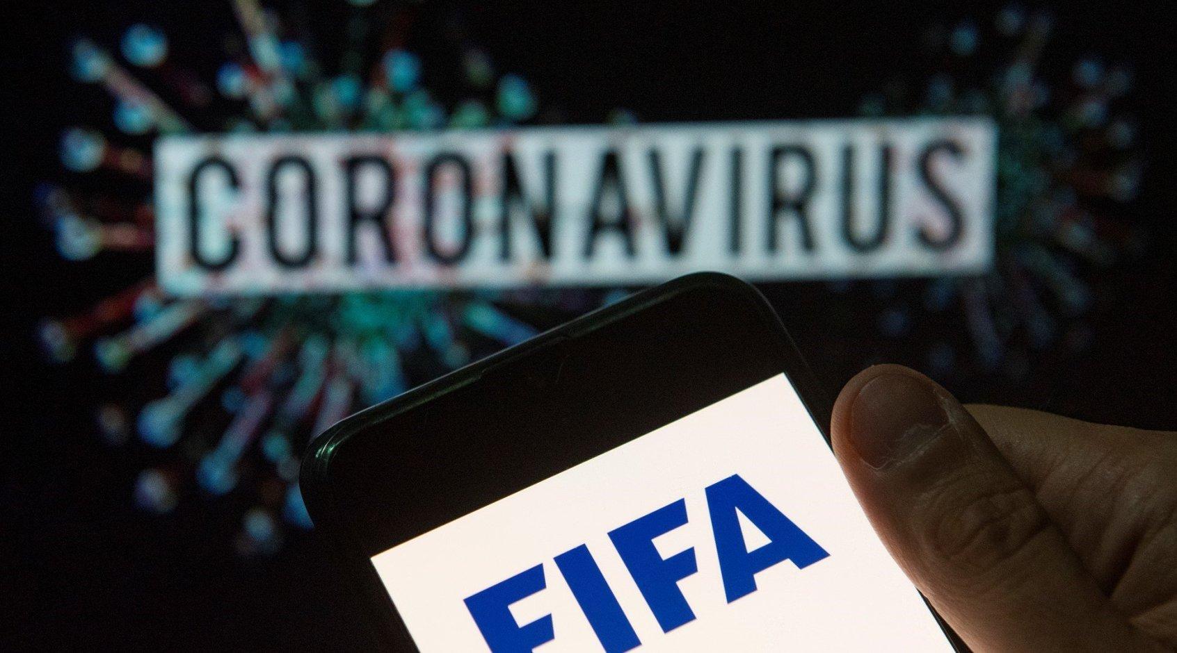 В рамках борьбы с коронавирусом ФИФА может запретить плевки во время матчей