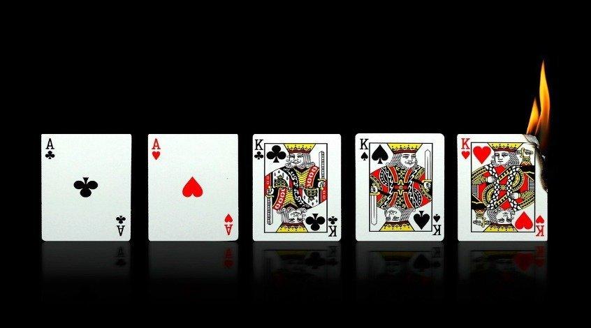 Комбинация Фулл Хаус в покере