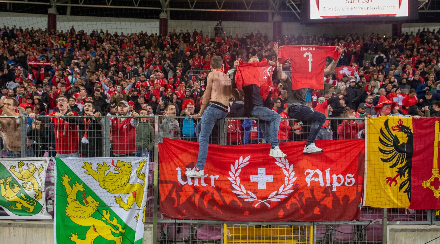 """Швейцарские болельщики: """"Пусть украинцы не расстраиваются,они быстро вернутся в элитный дивизион"""""""