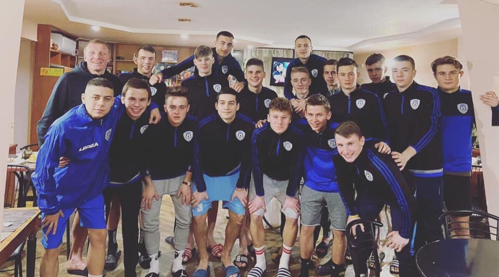 """""""Лідер"""" (Дніпро): підготовка футболістів для професійних команд"""