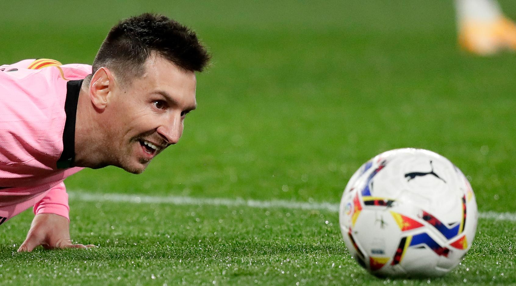 """AS: Месси сообщил Лапорте, что готов продлить контракт с """"Барселоной"""""""