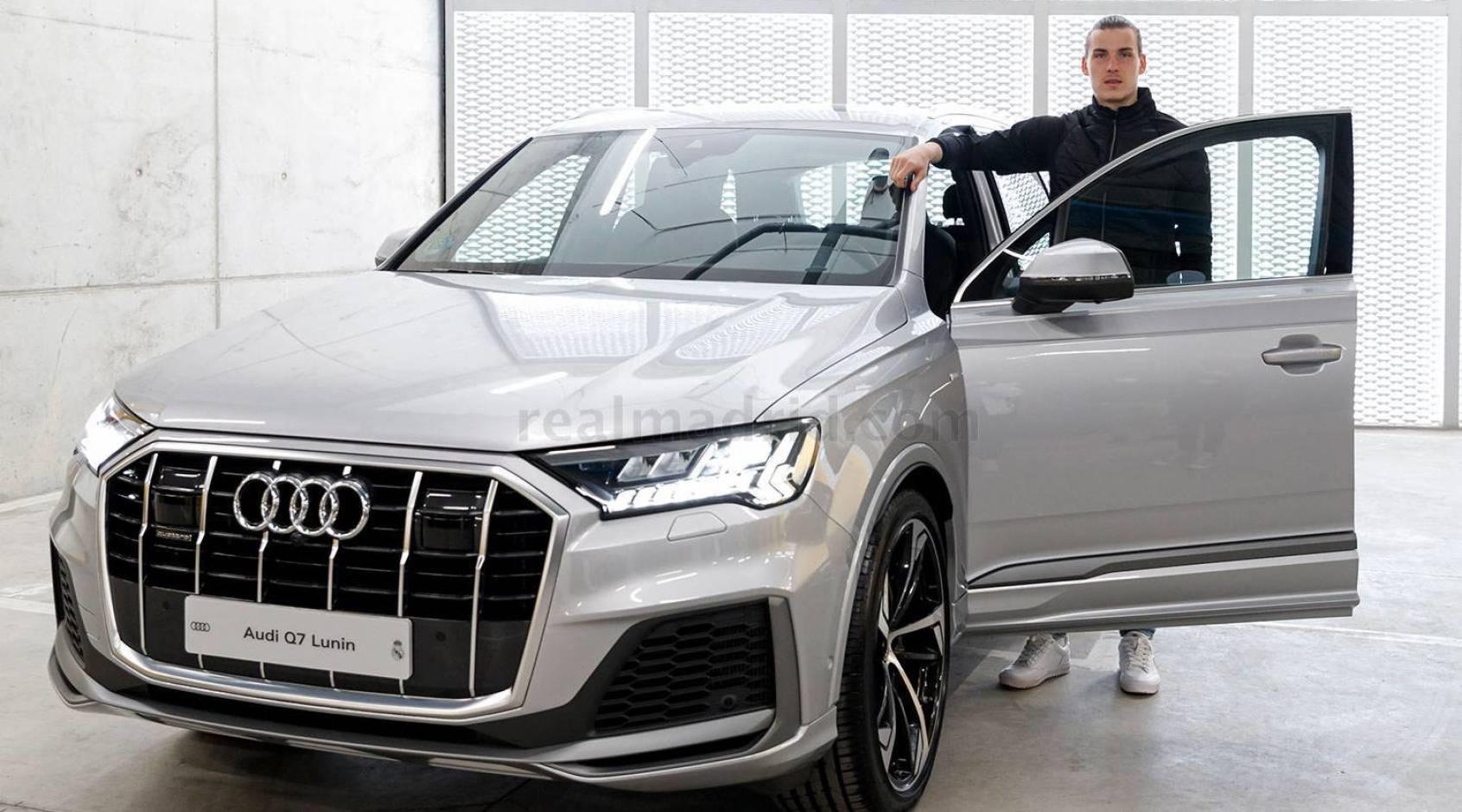 """Игроки мадридского """"Реала"""" получили новые автомобили от Audi: Лунину, как и Куртуа, досталась Audi Q7"""