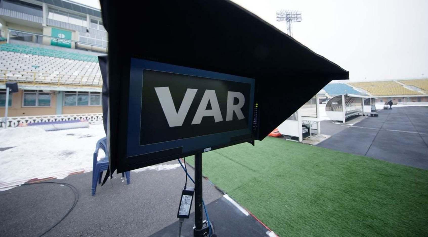 В Южной Америке предложили не учитывать время, которое арбитры тратят на VAR