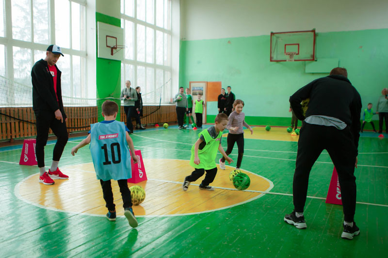 В Ровно прошла инклюзивная тренировка для детей от Parimatch Foundation - изображение 1