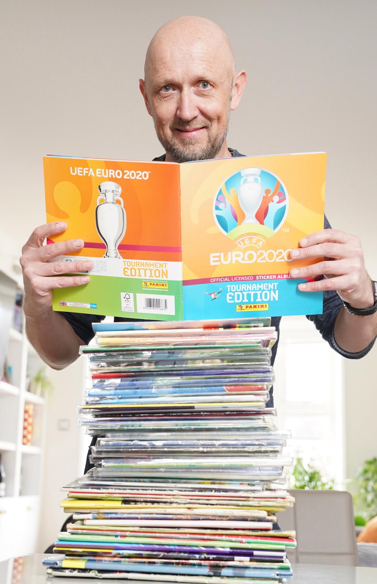 Безумный коллекционер наклеек с Евро и ЧМ, или британец, который потратил на альбомы Panini около 10 тысяч фунтов стерлингов - изображение 2