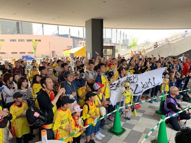 Чемпионат по обжорству и конкурс детских рисунков: как японский клуб заманивает болельщиков (+Фото, Видео) - изображение 5