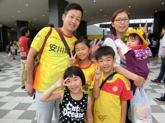 Чемпионат по обжорству и конкурс детских рисунков: как японский клуб заманивает болельщиков (+Фото, Видео) - изображение 13