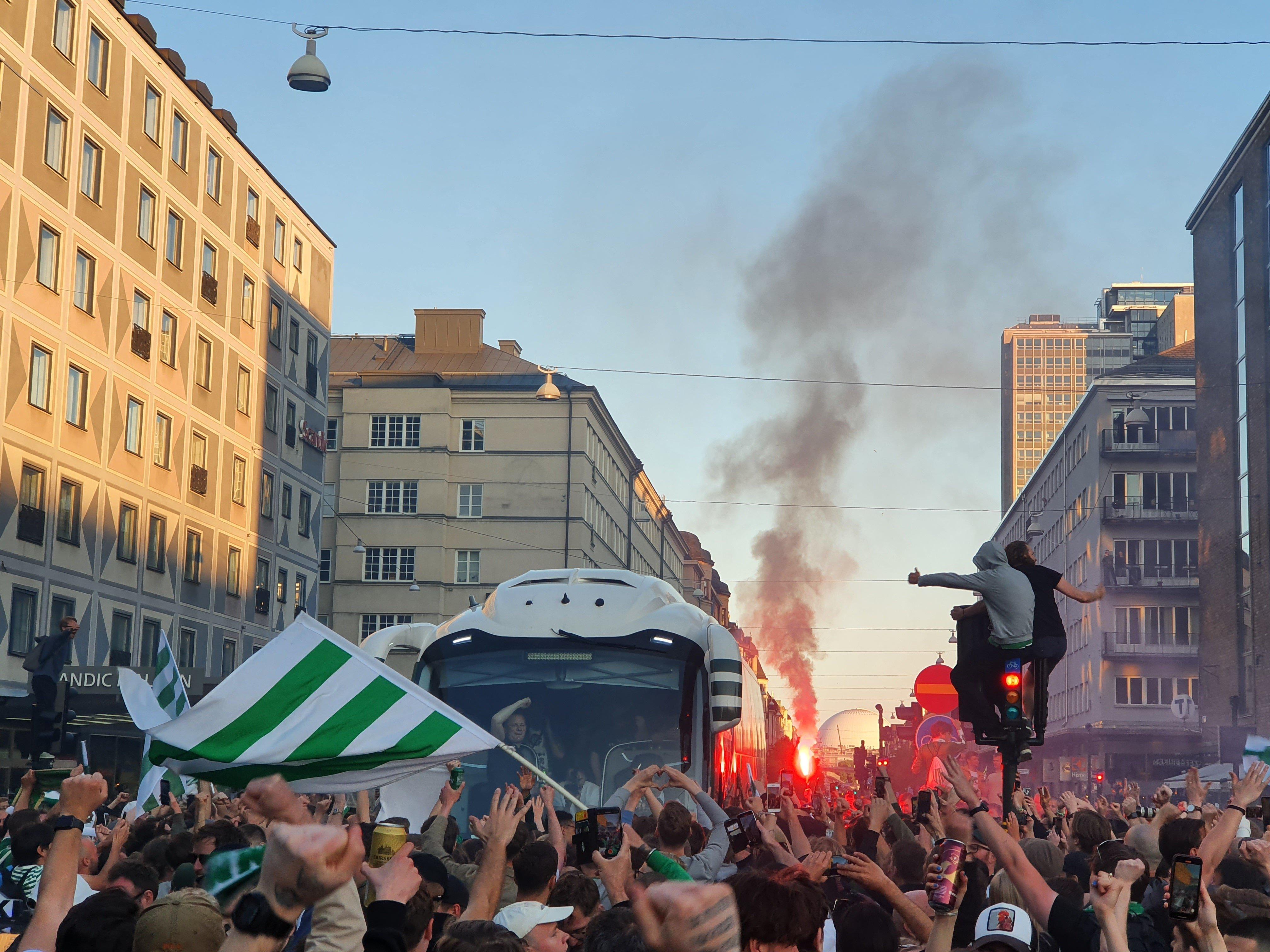 """""""Хаммарбю"""" выиграл Кубок Швеции: безумие на улицах Стокгольма и первый успех Ибрагимовича в качестве совладельца клуба (+Фото, Видео) - изображение 18"""