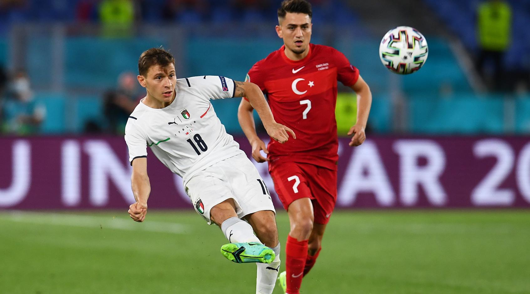 Арбитр после консультации с VAR не назначил пенальти за игру рукой в матче Турция - Италия