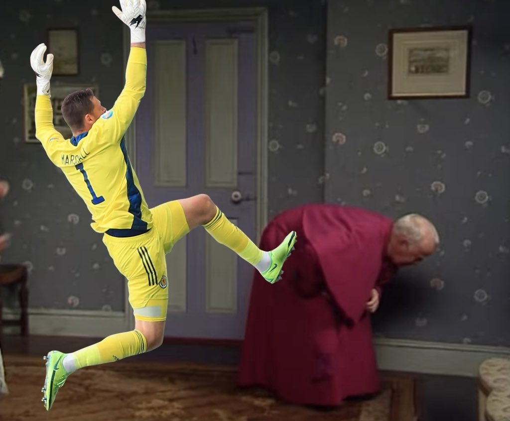 Прыжок вратаря сборной Шотландии Маршалла высмеяли в соцсетях после матча с Чехией (Фото) - изображение 1