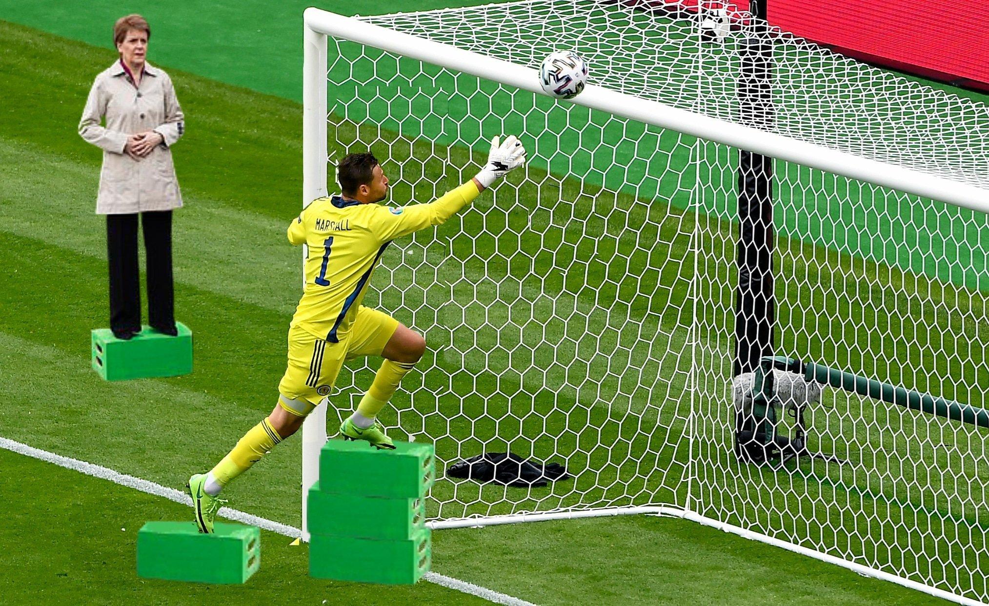 Прыжок вратаря сборной Шотландии Маршалла высмеяли в соцсетях после матча с Чехией (Фото) - изображение 12