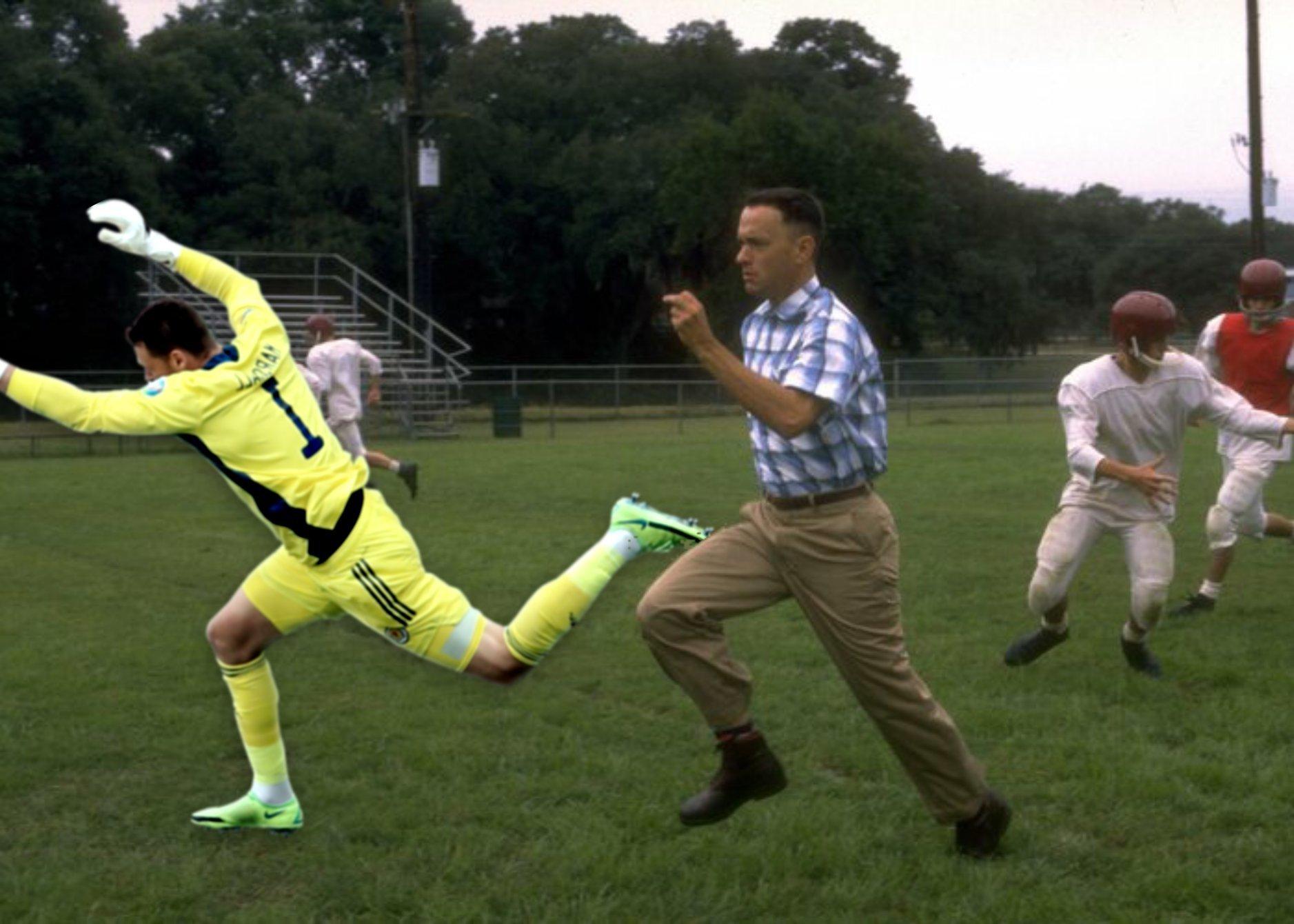 Прыжок вратаря сборной Шотландии Маршалла высмеяли в соцсетях после матча с Чехией (Фото) - изображение 21