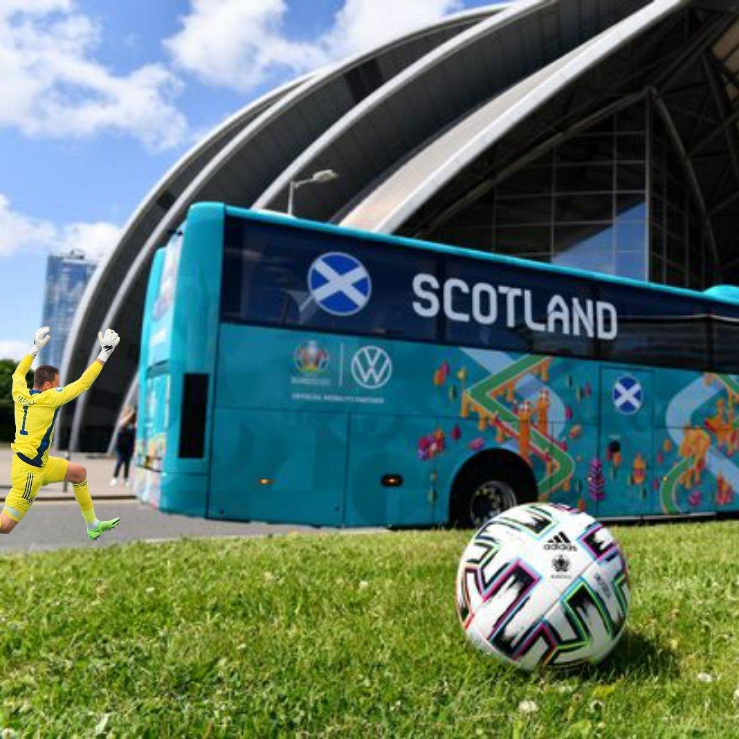 Прыжок вратаря сборной Шотландии Маршалла высмеяли в соцсетях после матча с Чехией (Фото) - изображение 24
