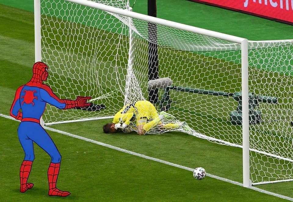 Прыжок вратаря сборной Шотландии Маршалла высмеяли в соцсетях после матча с Чехией (Фото) - изображение 29