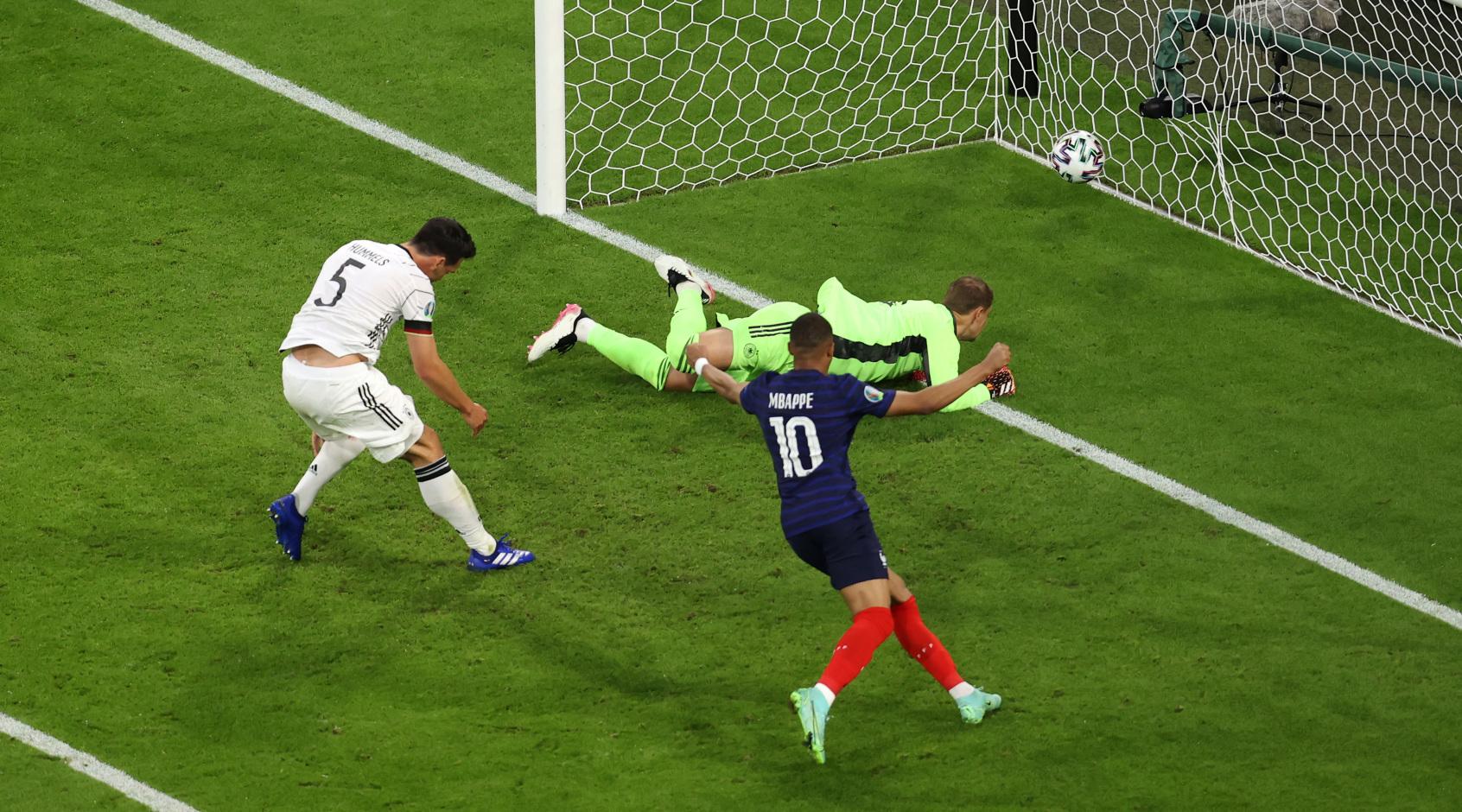 В результате приземления парашютиста на матче Евро-2020 есть пострадавшие. Гринпис принес извинения