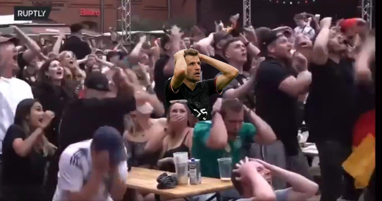 В соцсетях высмеяли промах Томаса Мюллера в матче с Англией (Фото) - изображение 2