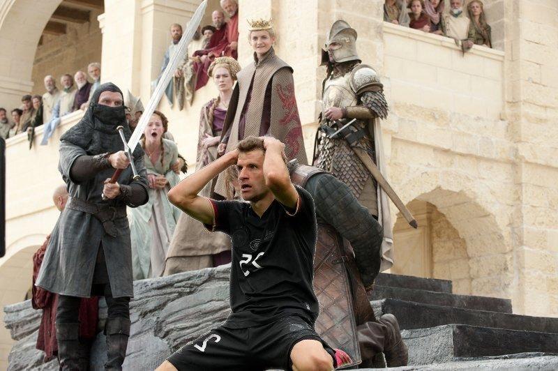В соцсетях высмеяли промах Томаса Мюллера в матче с Англией (Фото) - изображение 11