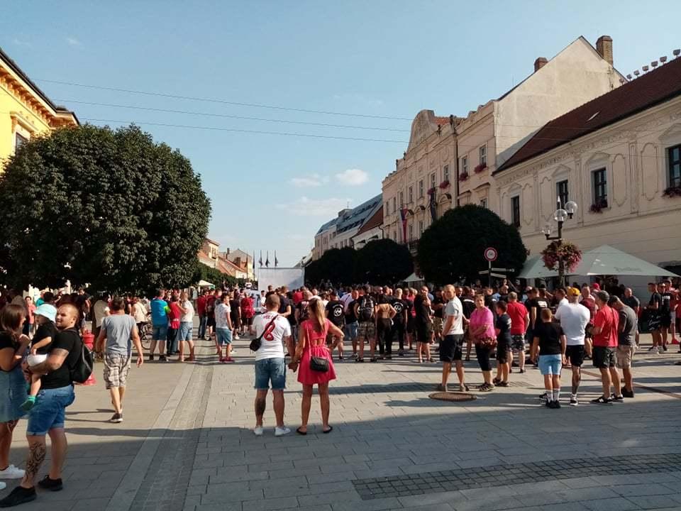 В Словакии фанаты устроили акцию протеста, требуя свободного посещения стадионов (Фото) - изображение 3