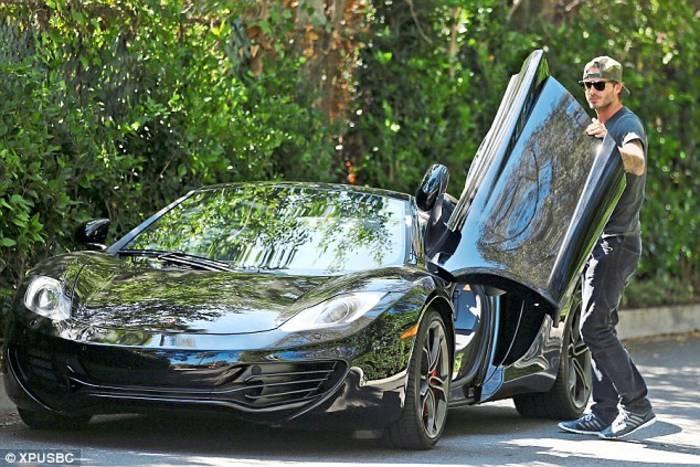 Роналду - на Lamborghini, Пеле - на Mercedes, какие авто предпочитают звезды футбола (+Фото) - изображение 7