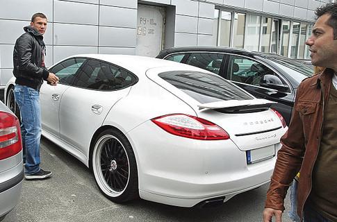 Роналду - на Lamborghini, Пеле - на Mercedes, какие авто предпочитают звезды футбола (+Фото) - изображение 10