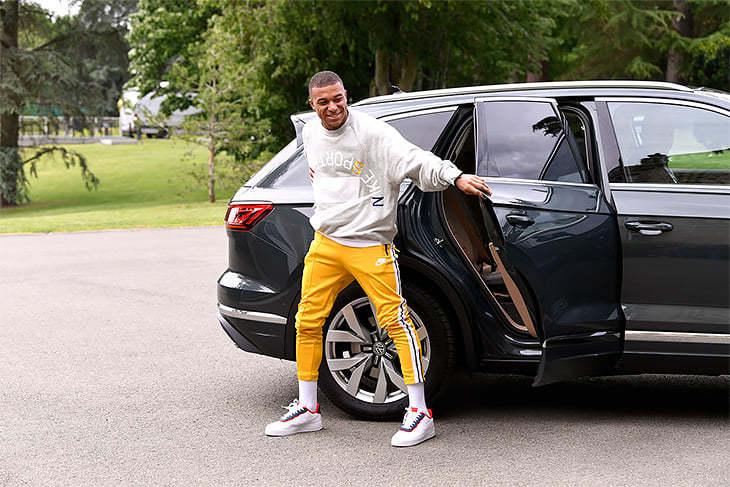 Роналду - на Lamborghini, Пеле - на Mercedes, какие авто предпочитают звезды футбола (+Фото) - изображение 11