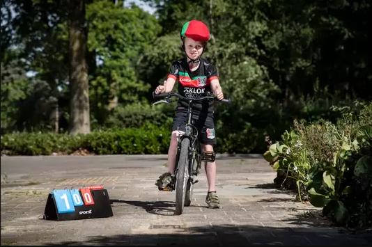 Трогательная история из Нидерландов: 7-летний болельщик спас любимый клуб от банкротства (+Видео) - изображение 1